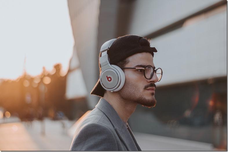 manfaat audio book untuk kecerdasan