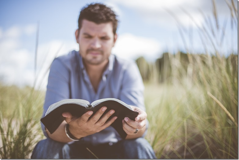 manfaat membaca novel untuk kehidupan
